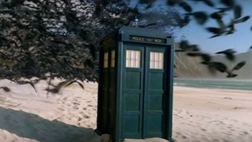 "The TARDIS is attacked by birds in Doctor Who S12E6: ""Praxeus"""