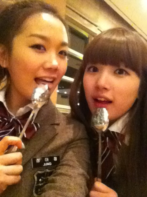 110204 JOO's Twitter  배고픈 아정과 고헴:-) 밥쮸우우우 세요~~~~근뎅….소세지 맛있었다 ^_^;;;;; 오잉?ㅋㅋㅋㅋㅋ Hungry Ahjung and GoHyem:-) Give us fooood~~~~But…the sausage tasted good^_^;;;;; Oing?kekekekeke