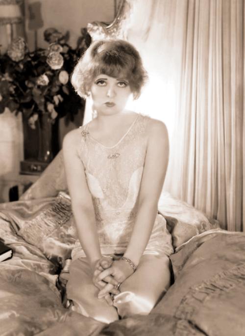 vintagegal:  Clara Bow 1920's