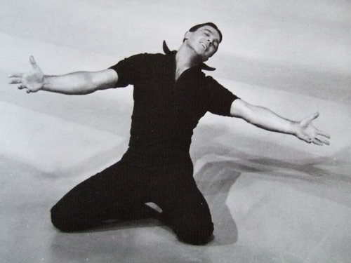 Gene Kelly, é claro, de Cantando na Chuva (1952).  Por que nós o amamos.
