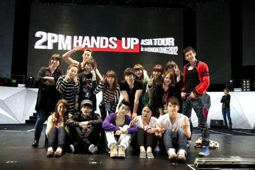 fyjunho:</p> <p>@dlwnsghek: Our lovely hair and styling team^^!! I lub you</p> <p>trans. by w2dtranslations<br />