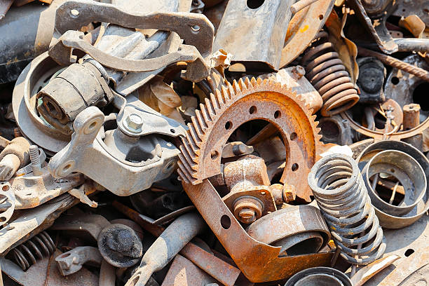 Kuwadzana man rebuilding trucks from scrap metal » 263Chat