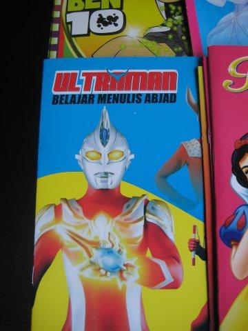 Ultraman ternyata belum lulus SD