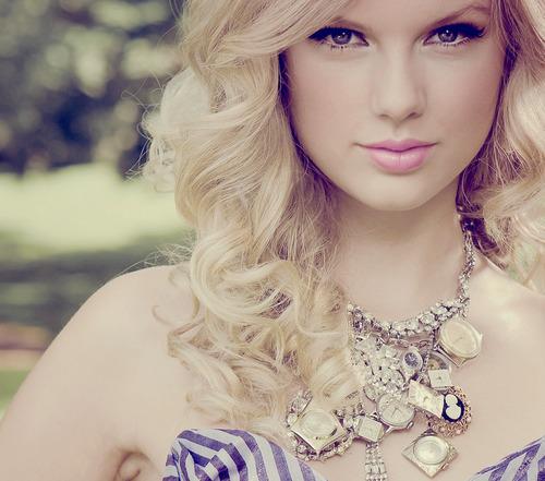 perfeitinhaa:  Você tem que dizer aquilo que está sentindo quando realmente estiver sentindo.  - Taylor Swift