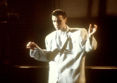 David Byrne needs a new tailor.