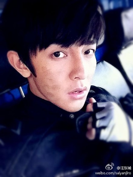 [Jiro Wang Weibo]: 這幾天完成了一系列不可能的任務。覺得挺佩服自己。辛苦大家。也謝謝大家。原來我也可以。 These few days, I have completed a series of impossible tasks. Feeling quite admiring for myself. Good job everyone. Also, thank you everyone. Originally, I can also do it. Posted on: 27 December 201122:51