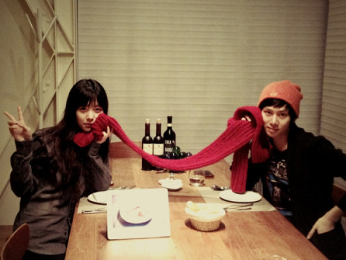 heedictator: Scarf and glove for christmas present and these were handmade by 설리. Thank you my little sister. 설리 is truth~