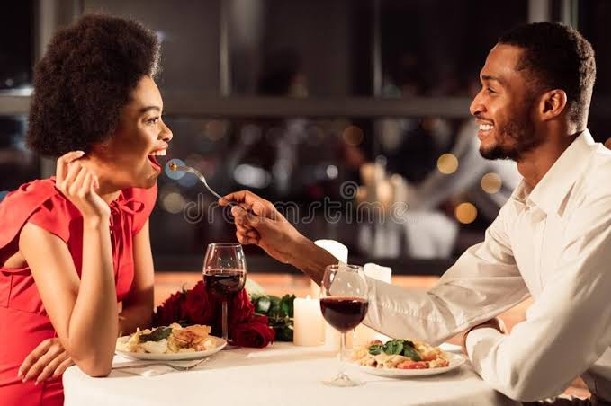 Who is to pay for the meal on the first date?