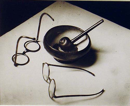 els50:  André Kertész - Mondrian's Pipe & Glasses, Paris, 1926