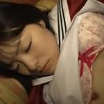 ちょっとエッチな写真を撮るだけだからと女子校生をカラオケ屋で眠らせてイタズラwwwww