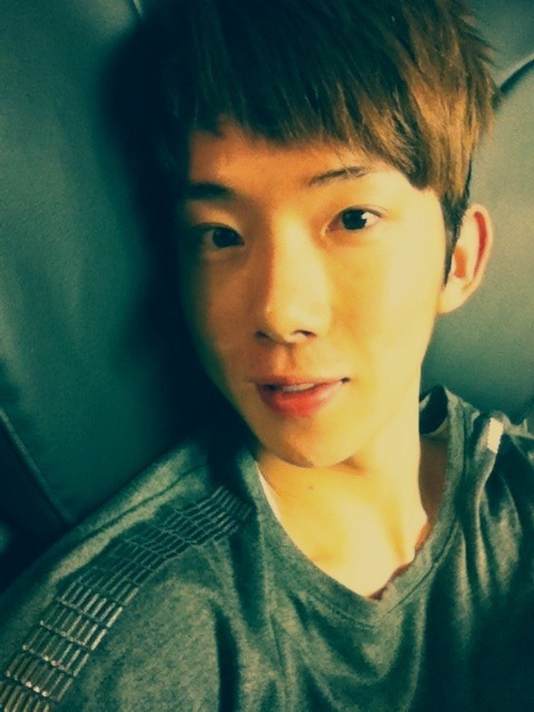 110129 Kwon's Twitter  스케쥴 끝나고 안마의자 한번 때려주고~!꿈나라로 슝 =3 After finishing my schedule on the massage chair~! Off to dreamland shoong =3