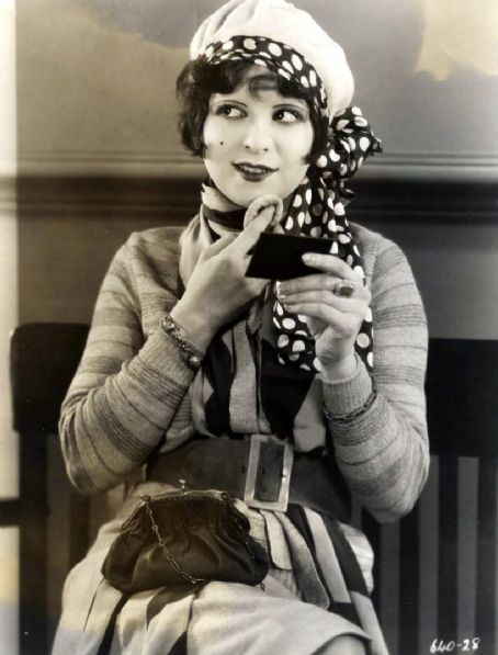 OMFG….cute~! heyfool:  Clara Bow - c. 1920's