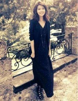 021090:  щ(゚Д゚щ) what's with the black dress omg