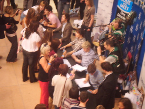 aweee i love them all so much! cant believe they where infront of my eyes. will never forget this day.