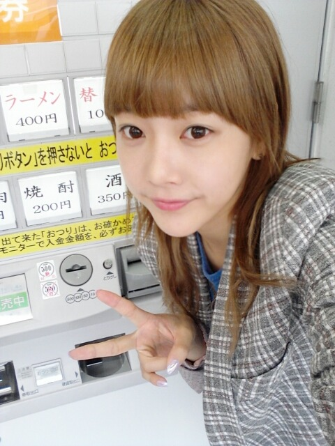 "liefdet-ara:  Soyeon twitter update: Eheh heh before going back to Korea ㅡ"" I had a bowl of ramen! Nyam nyam pretty!!!!!!"