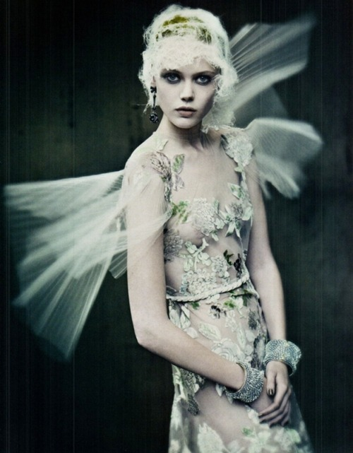 moldavia:</p><br /><br /><br /><br /><br /><br /> <p>Frida Gustavsson photographed by Paolo Roversi for Vogue Italia, September 2011.<br /><br /><br /><br /><br /><br /><br />