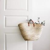Capazo puerta flores