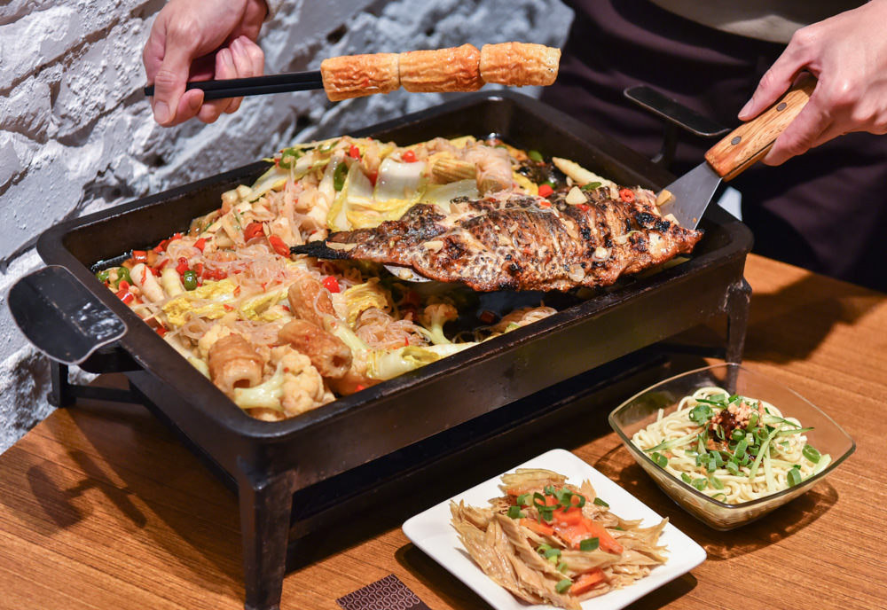 城裡城外巫山烤魚:台中西區美食-現點現烤的道地川味烤魚,提前一小時以上預約還送鮮魚湯一壺!