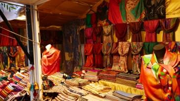 Étoles et foulards au Marché de Noël du Mans