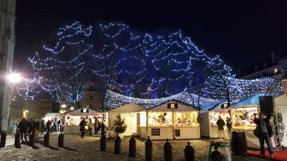 La Place de la Cathédrale illuminée par le Marché de Noël de Rouen