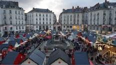 Vue d'ensemble du Marché de Noël de Nantes, Place Royale