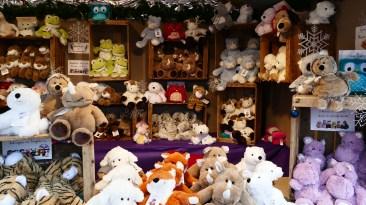 Chalet de peluches bouillottes sur le marché de Noël du Mans