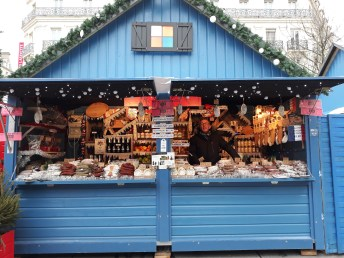 Chalet vendant du saucisson sur le Marché de Noël d'Angers