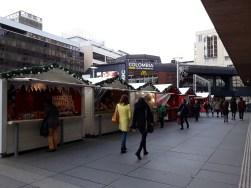 Marché de Noël de Rennes devant le centre Colombia