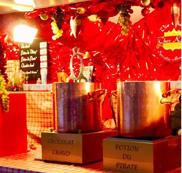 Chalet de vin chaud sur le marché de Noël de Rouen