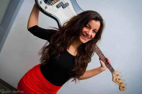 Meet Éva Muck, Winner of the Queen of Strings Competition ...