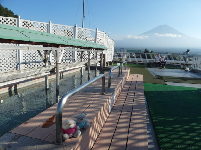Rooftop FootBath at Konansou Hotel with views of Mount Fuji
