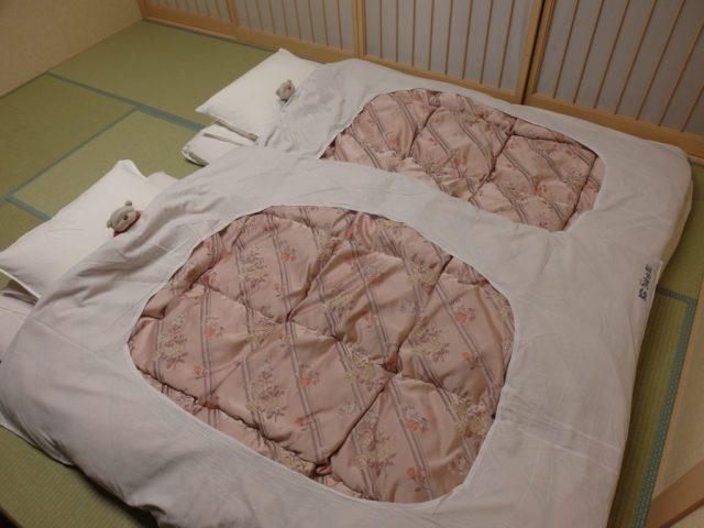 Bed Making at Konansou Mount Fuji Hotel (湖南庄)