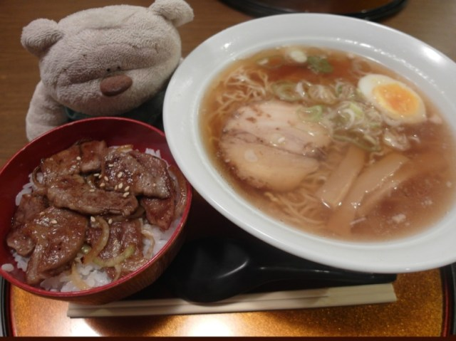 Hida Ramen Noodles and Hida Beef Bowl (980 yen) Tenaga Ashinaga Takayama Restaurant