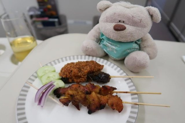 Singapore Airlines Business Class Dinner from Icheon to Singapore: Signature Satay Plate