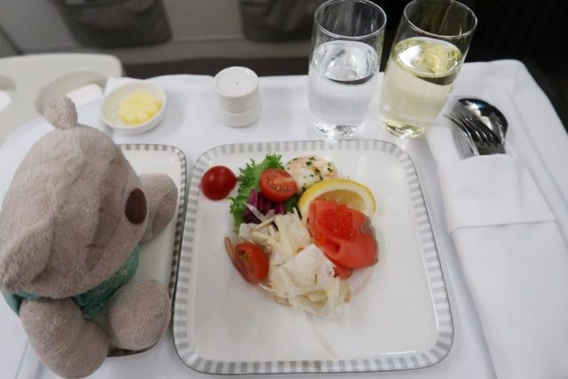 Singapore Airlines Business Class Dinner from Icheon to Singapore: Smoked Salmon Fish Roe