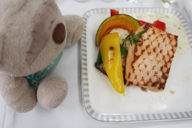 Singapore Airlines Business Class Dinner from Icheon to Singapore:  Book the Cook Grilled Norwegian Salmon Steak