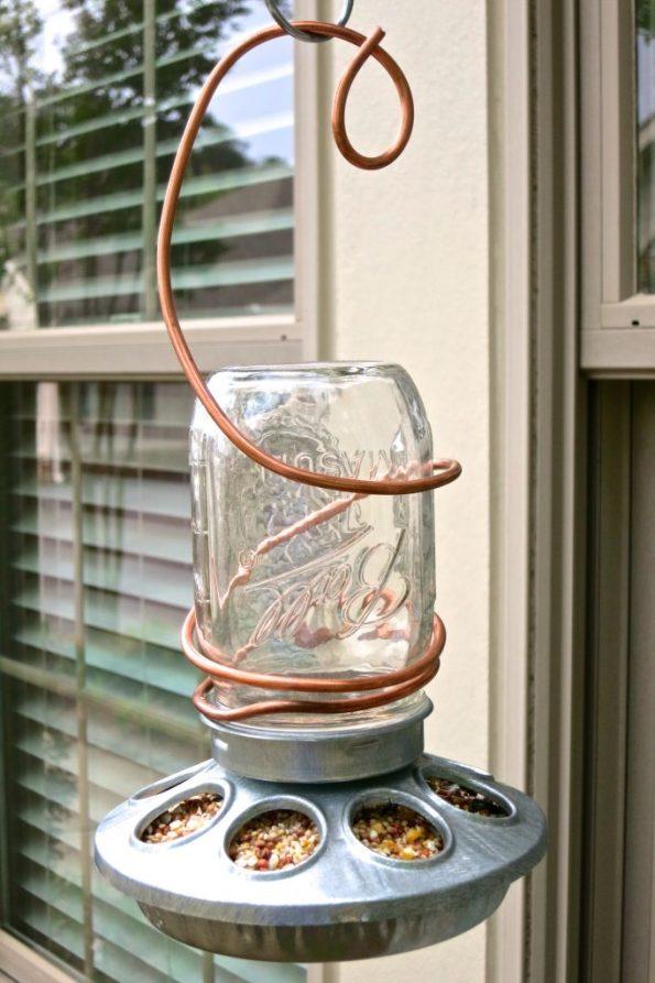 DIY MASON JAR BIRDFEEDER
