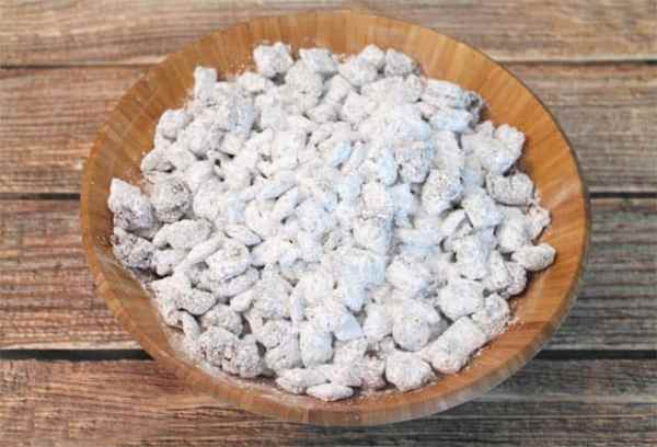 Bowl of Nutella Puppy Chow|2CookinMamas