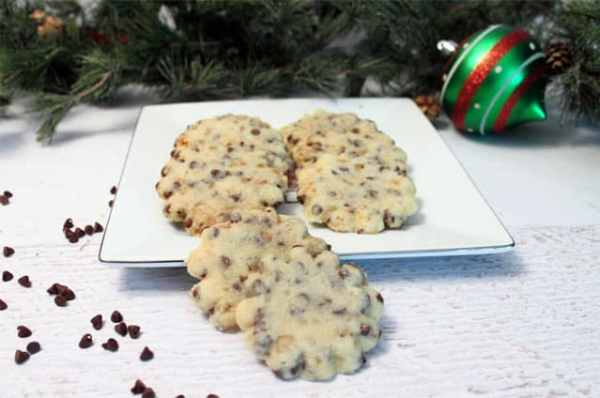Chocolate Chip Toffee Shortbread Cookies rounds|2CookinMamas