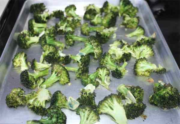 Roasted Broccoli 640|2CookinMamas