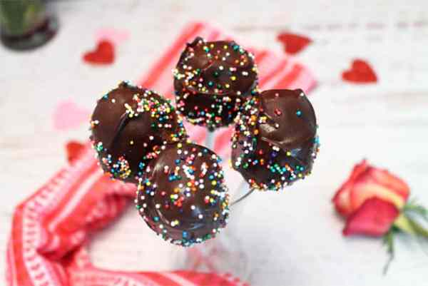 Chocolate Lovers Cake Pops|2CookinMamas