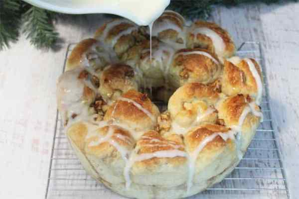 Cinnamon Apple Monkey Bread icing 1 | 2 Cookin Mamas
