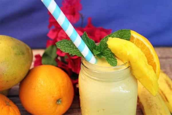 Mango Orange Smoothie closeup 1   2 Cookin Mamas