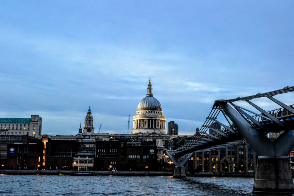 Londra St Paul's Chatedral dal Bridge giorno