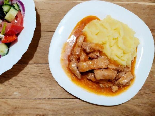 Гуляш из свинины с подливой – пошаговый рецепт с фото ...