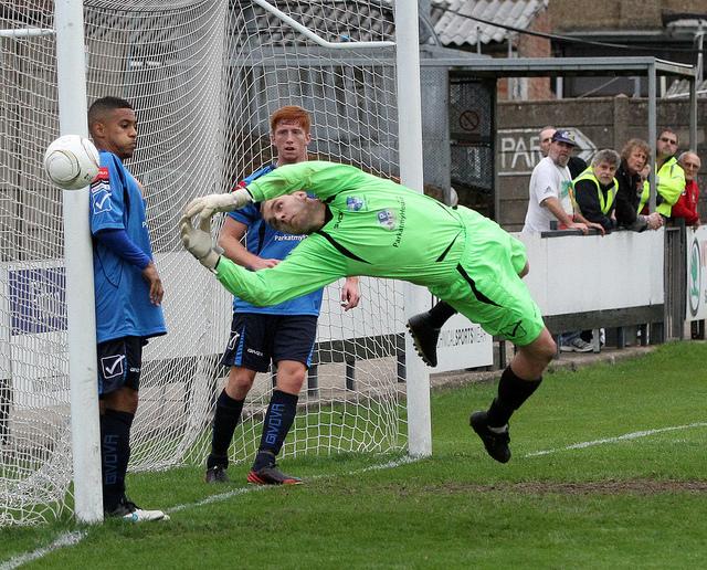 Bobby pushes a shot wide at Harrow