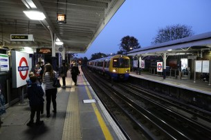 378207 arriving at Kew Gardens Station