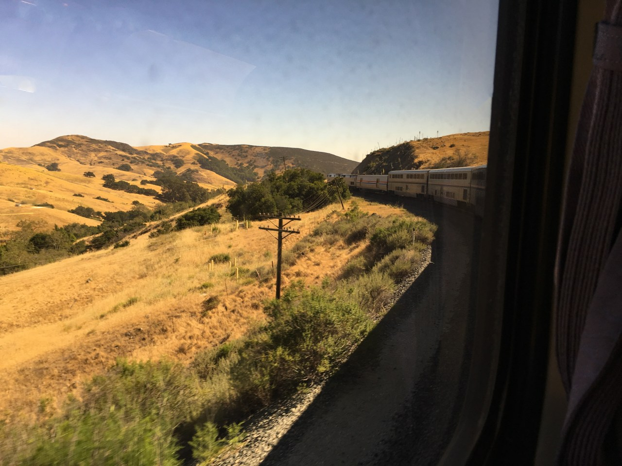 Watching the Coast Starlight navigate a curve