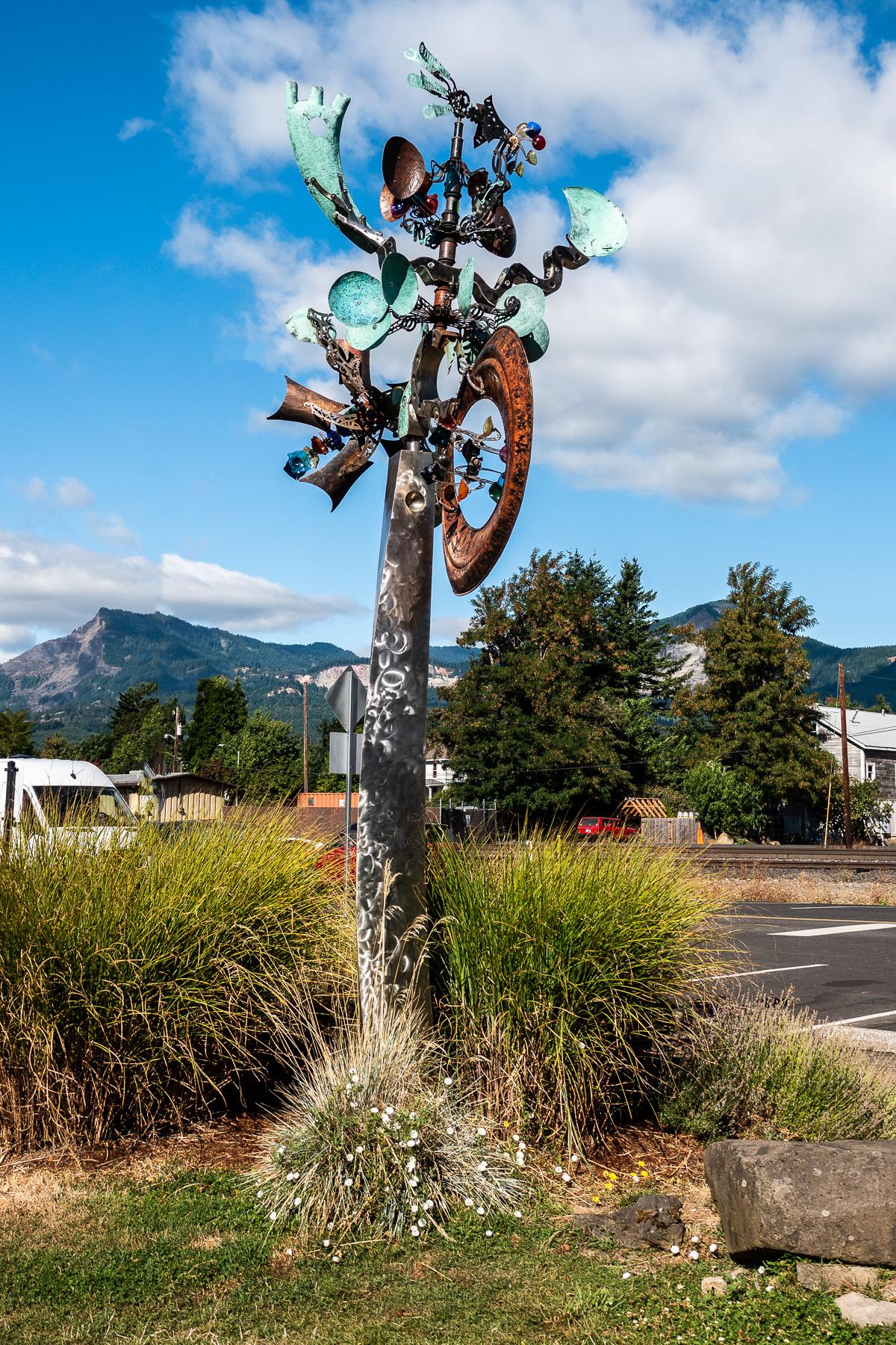 Moving sculpture near boarding spot near the stern wheeler boarding arean Stevenson, Washington