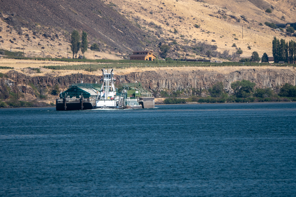 Barge pushing up the Columbia River